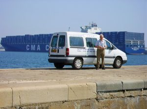 Bénévole visiteur de navires sur la digue